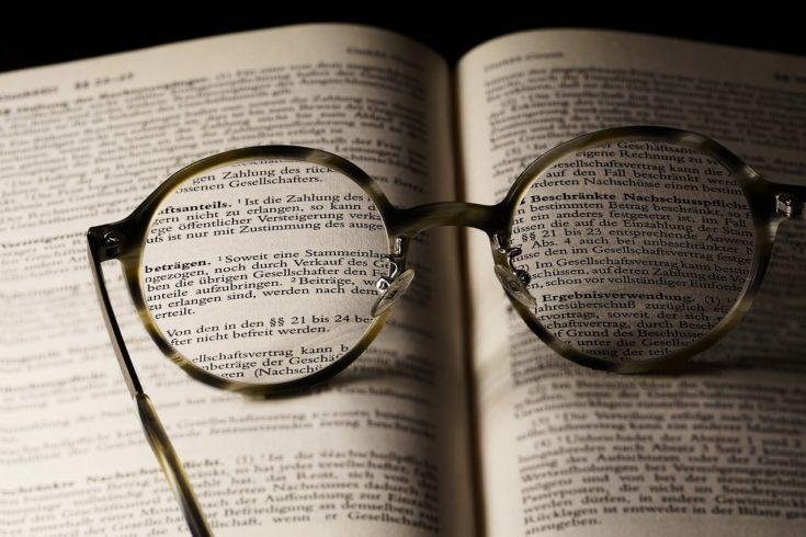参考書・洋書・小説などの紙媒体を使用する