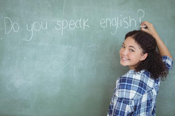英語が話せますか、と黒板に書いてある画像